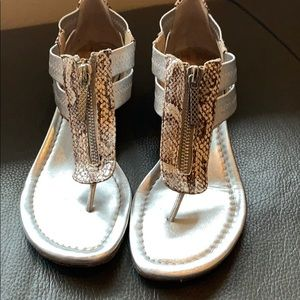 Cute sandals w/ zipper